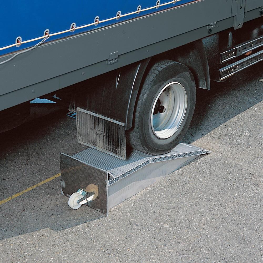 Image of Auffahrkeile für Lkw – praktische Helfer beim Ladebetrieb an der Rampe Eine schnelle und einfache Lösung, um Höhenunterschiede an der Laderampe zu überbrücken, bieten Auffahrkeile mit einer Breite von 50 mm. Diese Verladehilfen aus Aluminium zeichnen sich