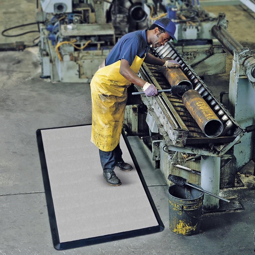 Image of Anti-Ermüdungsmatte mit Vlies – für komfortables Stehen am Arbeitsplatz Mit der Anti-Ermüdungsmatte aus Vlies bieten Sie Ihren Mitarbeiter einen federnden und rutschfesten Untergrund für Arbeiten im Stehen. Die Anti-Ermüdungsmatte eignet sich insbesondere