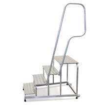 Montagetritt mit drei Stufen und Geländer
