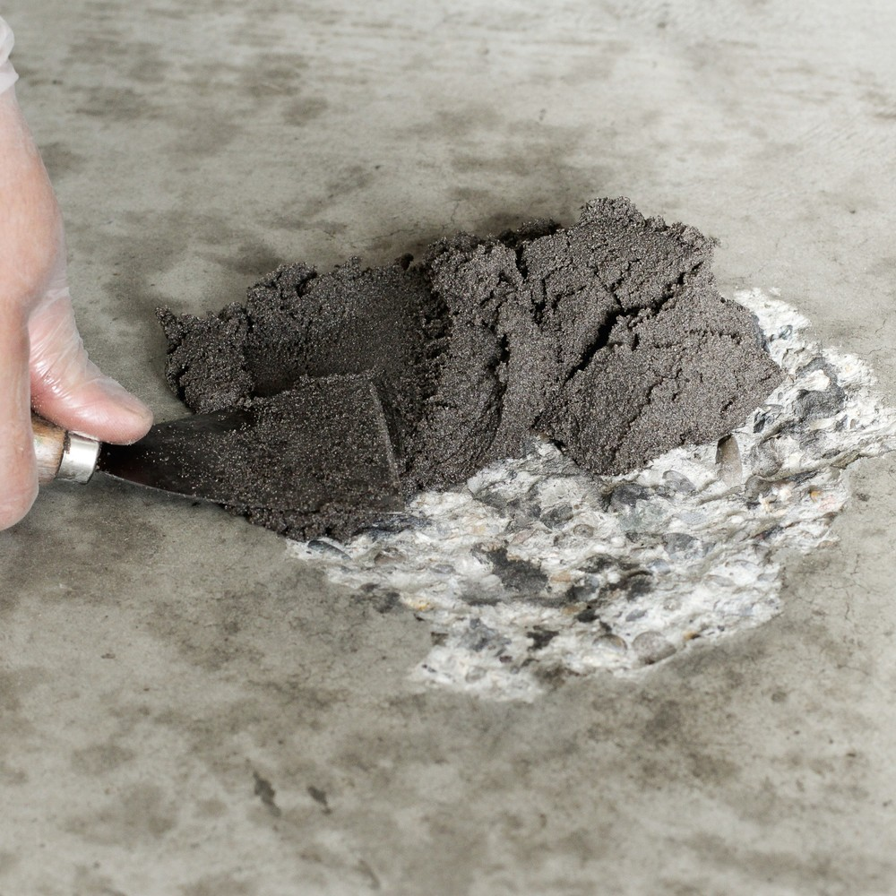 Image of Einfach anzuwendendes Beton-Reparatursystem für Beton- oder Steinböden Das Reparatursystem ist ideal für die schnelle Reparatur von Betonboden. Dazu vermischen Sie Härtemittel und Mörtel. Die Verarbeitungszeit beträgt eine halbe bis maximal 1 Stunde. Sie
