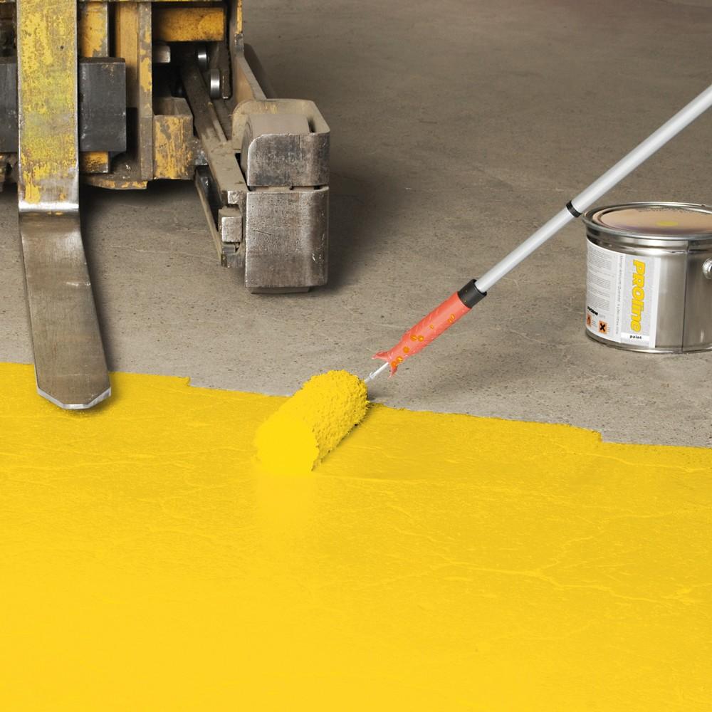 Image of Stark und sicher: Hallenbeschichtung PROline-paint für starke Beanspruchung Mit einer Farb-Bodenbeschichtung markieren Sie Lagerflächen, Bereiche für Personen- und Staplerverkehr sowie Gefahrenzonen. Die Hallenbeschichtung PROline-paint für starke Beanspr