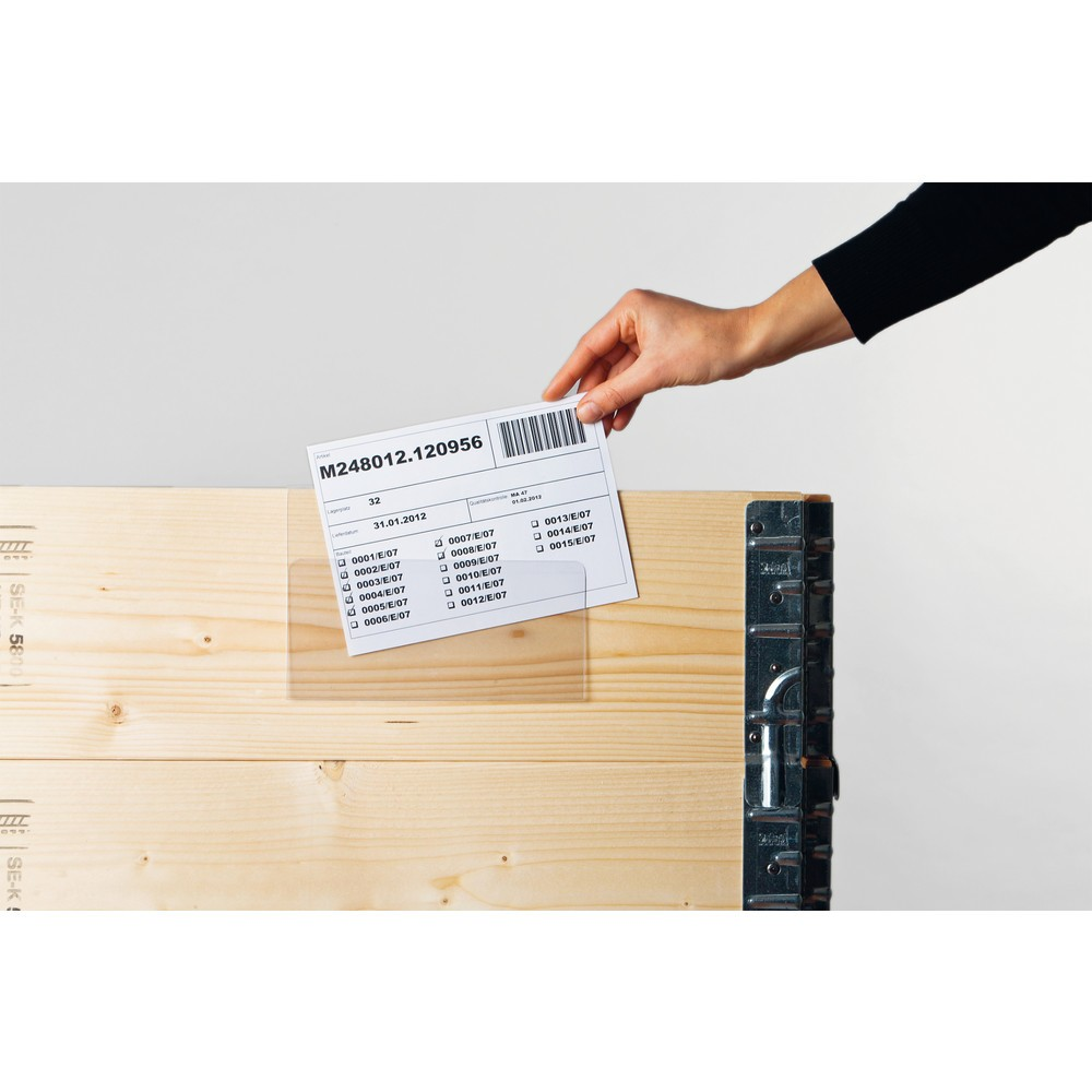Image of Praktisch und zuverlässig: Dokumententasche für Aufsatzrahmen mit Falz zum Überhängen Mit diesen Kennzeichnungstaschen markieren Sie Aufsatzrahmen, Kunststoffkästen, Kartons oder Gitterboxen. Die Rückseite der Taschen ist mit einer praktischen Klemmhalter