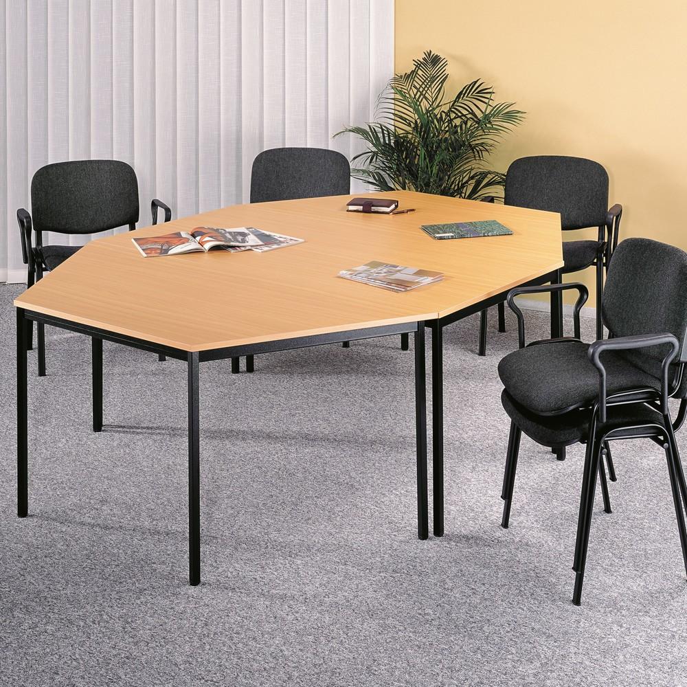 Image of Umlaufender Stahlrahmen, 40x20 mm, einbrennlackiert, mit den Tischplatten verschraubt. Tischplatten aus 19 mm starken melaminbeschichteten Spanplatten, mit 2 mm abgerundeten Kanten. Höhenverstellbar um +/- 5 mm über Stellschraube. Lieferung zerlegt, einfa