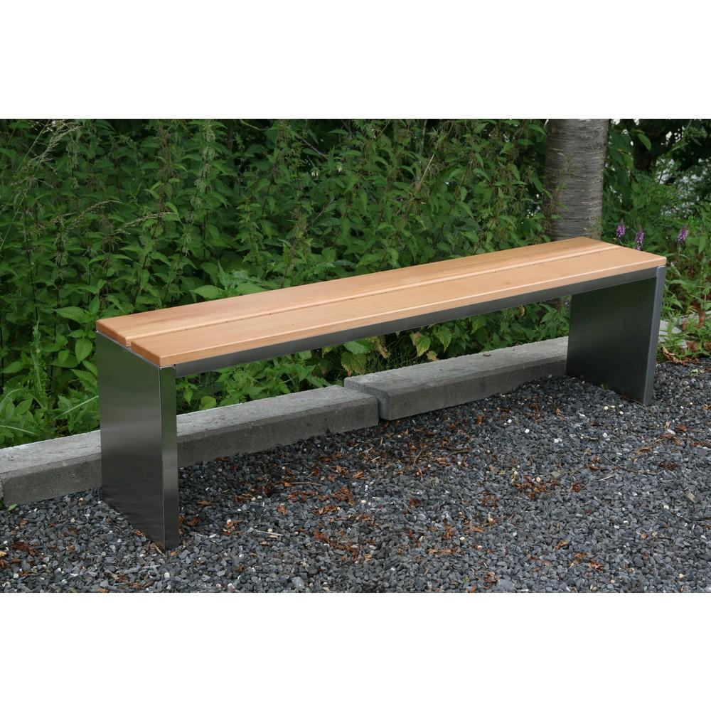 Image of Parkbank mit Sitzleisten aus Garapa-Echtholz und 2 Gestell-Ausführungen Diese Parkbank zeichnet sich durch ihre klaren Linien aus. Das Stahlgestell besteht aus 2 geschlossenen, rechteckigen Seitenflächen, die durch Streben miteinander verbunden sind. Dara